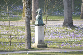 The Turgenev Monument in the Lichtentaler Allee recalls the Russian writer Ivan Turgenev.