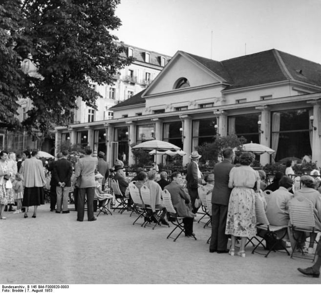 File:Bundesarchiv B 145 Bild-F000820-0003, Baden-Baden, Kurhaus.jpg