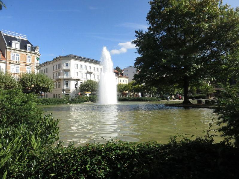 File:Augustaplatz See Fontaene2 sonnig.jpg