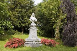 The Empress Augusta Monument in the Lichtentaler Allee is reminiscent of Empress Augusta von Sachsen-Weimar-Eisenach, who visited Baden-Baden quite frequently.