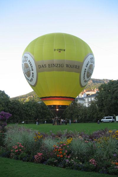 File:NewPop2012HeißluftballonKurgarten.jpg